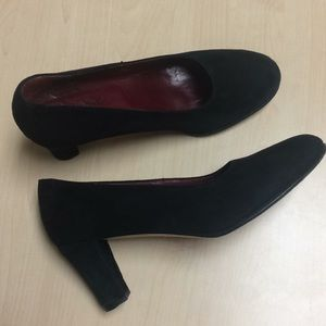 Taryn Rose Black Suede Pumps Made in Italy